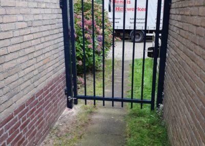 Adidas poort tussen 2 muren.