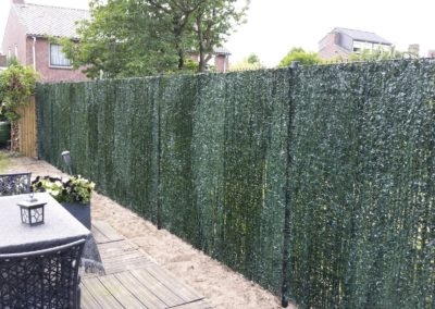 Dubbel staafmat hekwerk bekleed met kunsthedra groen