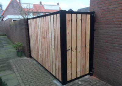 Dubbele Douglas poort in een hoek gemonteerd. (2)