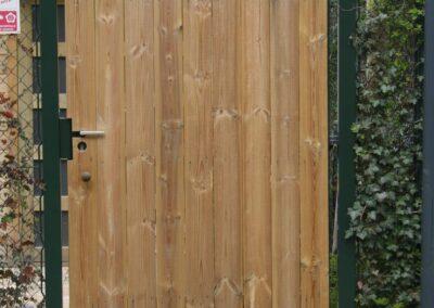 Enkele poort bekleed met hout aan een zijde 2