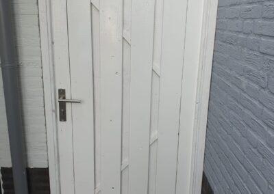 Geheel houten poort wit gelakt