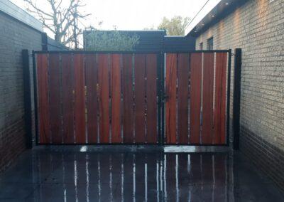 Openzicht dubbele houten poort 1