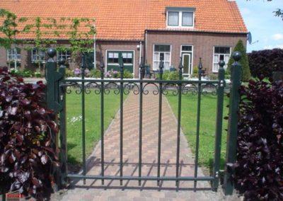 draaipoort__stalen_deur__staal__eenvoudig__klassiek__elegant__tuinpoort__tijdloos-228-800-600-80-wm-left_bottom-100-sdnlogothumbpng